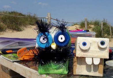Talleres infantiles de reciclaje en la playa de Somo