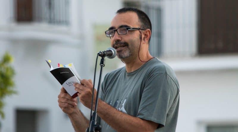 La Surada reanuda su programa con Pedro Sáez y las 'Voces prestadas' de la resistencia poética